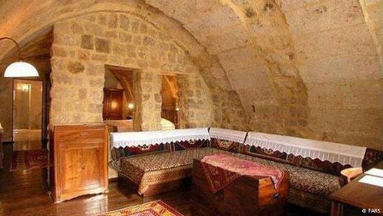 جاذبه های ایران گردشگری  , هتل صخرهای روستای کندوان / یکی از سه روستای صخرهای جهان