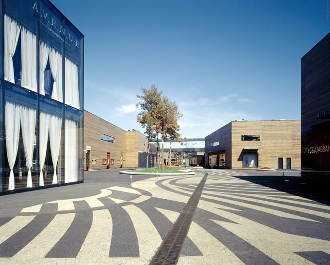 539fc3acc07a8079c5000064_luxury-village-and-mercury-theatre-project-meganom_luxury_village_2