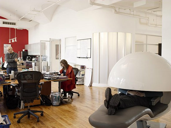 پیله خواب و صندلی انرژی عجیب گوگل