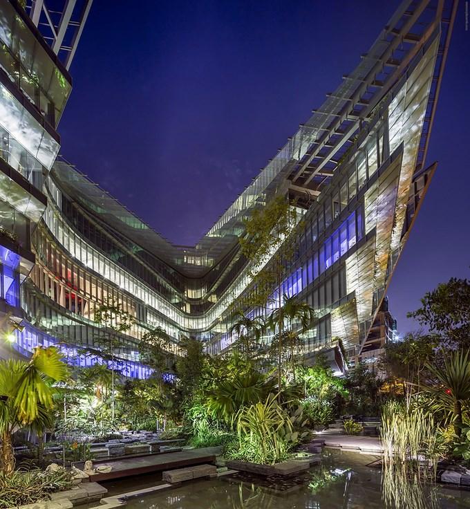 53e1c510c07a804455000224_sandcrawler-andrew-bromberg-of-aedas_sandcrawler__singapore__by_andrew_bromberg_of_aedas_courtyard
