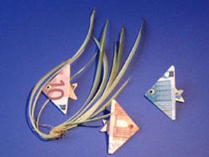 تزئین پول به شکل ماهی برای عیدی دادن