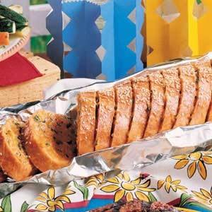 نان فرانسوی با پنیر چدار و جعفری