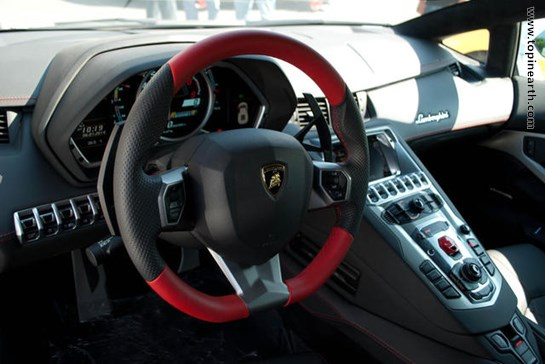 2014-Lamborghini-Aventador-Interior