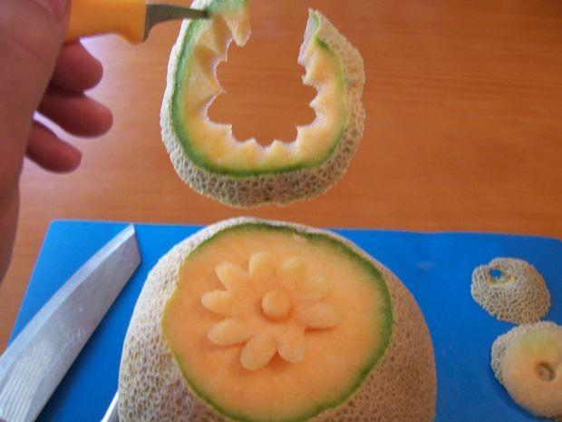 آموزش میوه آرایی - آموزش تزیین طالبی به شکل گل
