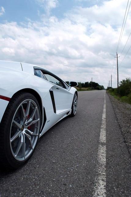 Lamborghini-Aventador-07