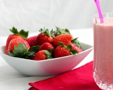 نوشیدنی ها  , طرز تهیه شیر موز با توت فرنگی