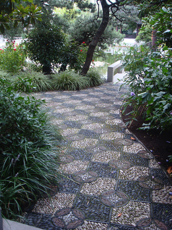 garden-pebble-stone-paths-102