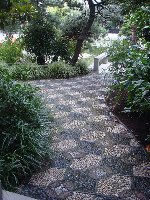 garden-pebble-stone-paths-102