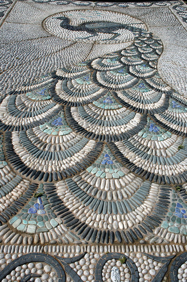 garden-pebble-stone-paths-12