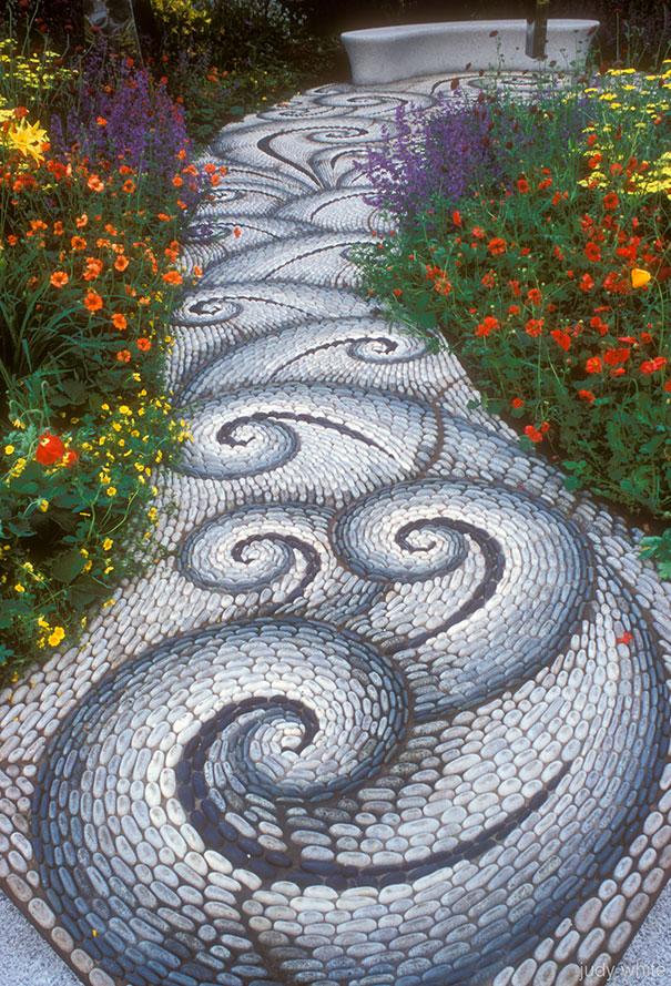 garden-pebble-stone-paths-32