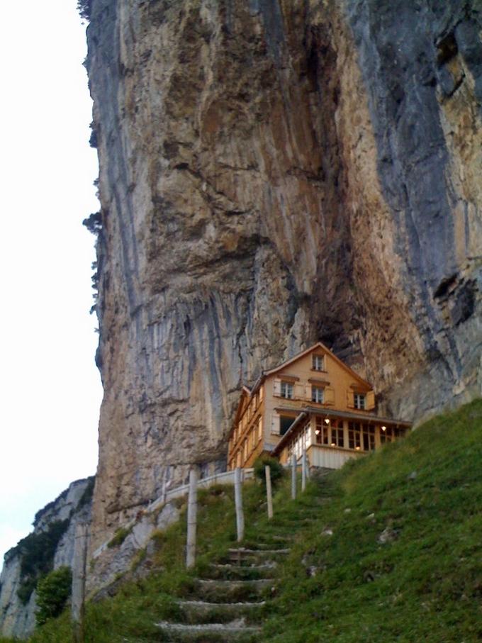 هتل آشر گشت هاوس کوه آلپ