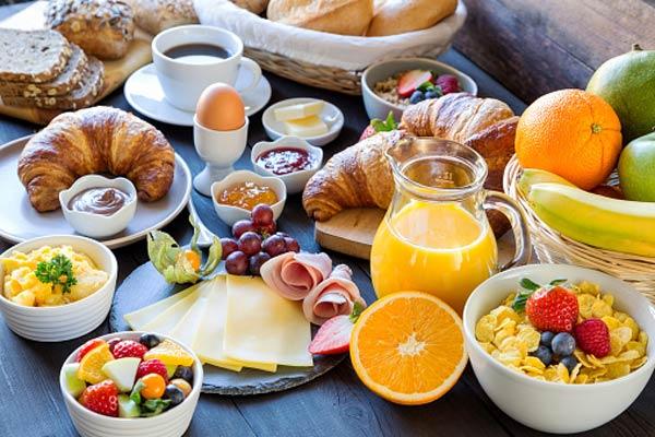 میز صبحانه خانوادگی