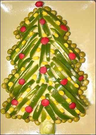 سفره آرایی  , تزئین سالاد الویه به شکل درخت کریسمس