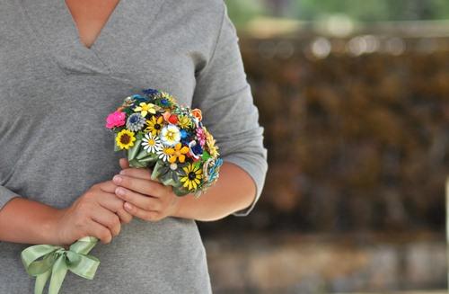مدل لباس عروس و زیورآلات نو عروس  , دسته گل عروس با گل مصنوعی 3