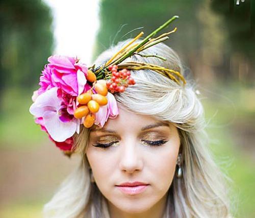 مدل موهای دخترانه- مدل موی بلند - تزیین مو با گل
