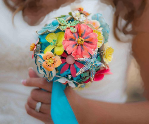 مدل لباس عروس و زیورآلات نو عروس  , دسته گل عروس با گل مصنوعی 1
