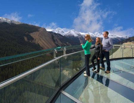 پیادهروی در کوههای راکی کانادا,پیاده روی, Skywalk, یخچال طبیعی کانادا, یخچالهای کلمبیای آلبرتا, عجایب گردشگری, مکانهای دیدنی جهان, عحایب طبیعی, مکانهای گردشگری جالب و دیدنی, کوه های راکی, کوه های راکی کانادا, کانادا, جاذبه هاب طبیعی کانادا,دیدنی های کانادا,جاذبه گردشگری کانادا