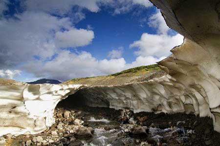 غارهای یخی,غارهای یخی جهانغارهای یخی,غارهای یخی روسیه,غارهای یخی Kamchatka در روسیه