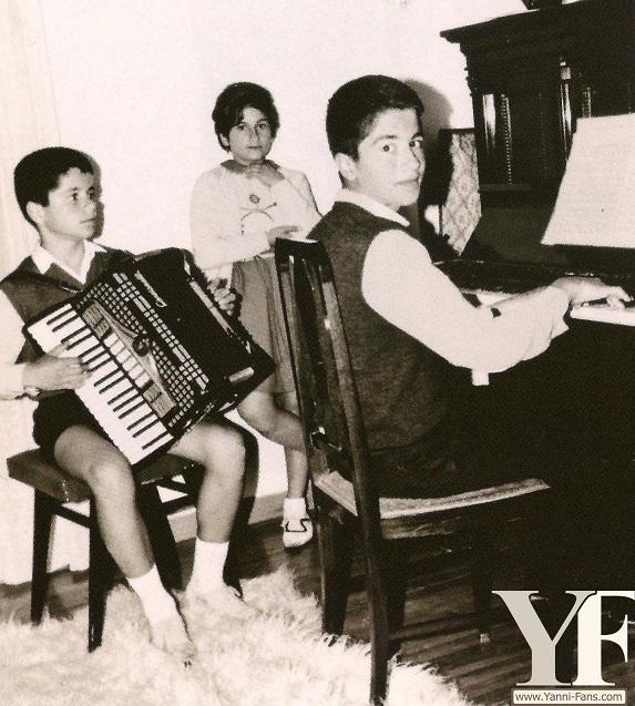 http://s2.picofile.com/file/7973768595/yanni_playing_accordion89.jpg
