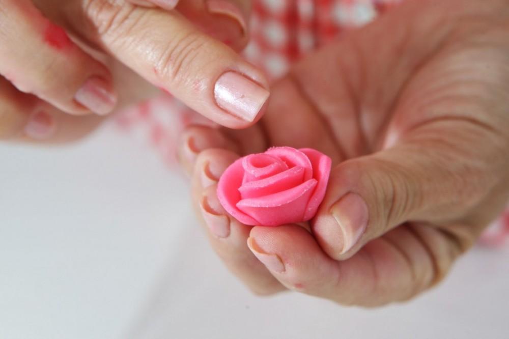 3نوع گل تزیینی بسیار زیبا و شیک برای کیک و شیرینی