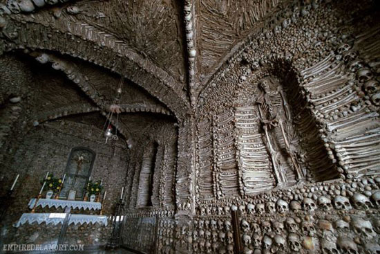 جاذبه های سایر کشورها گردشگری  , معماری با اسکلت - معماری مخوف