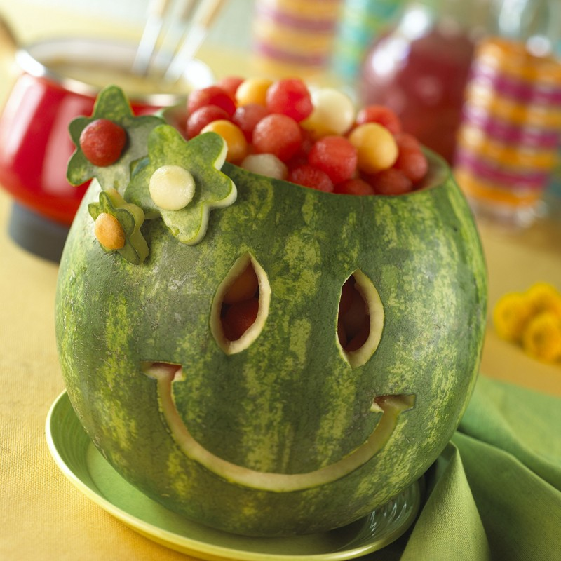 تزئین هندوانه به شکل لبخند - میوه آرایی شب یلدا