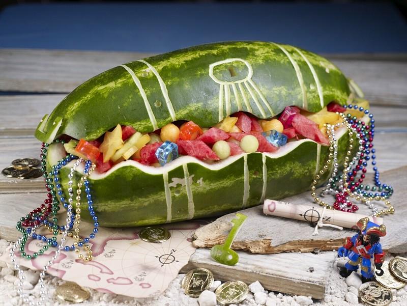 سفره آرایی  , تزیین هندوانه به شکل صندوقچه گنج • میوه آرایی برای شب یلدا