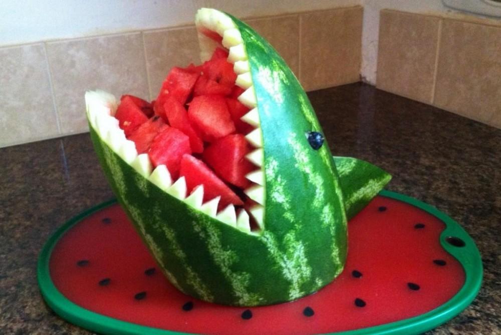 تزئین هندوانه به شکل کوسه