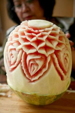 تزئین هندوانه به شکل گل در 15 مرحله (آموزش تصویری)