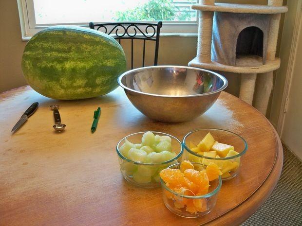 تزئین هندوانه به شکل سبد میوه (آموزش تصویری)