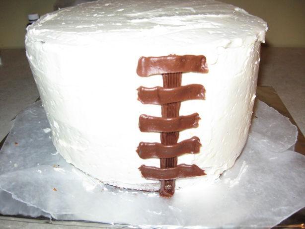 تزئین کیک به شکل سبد گل های بهاری (آموزش تصویری)