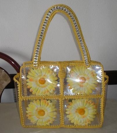 آموزش هنرهای دستی  , ساخت کیف با بطری پلاستیکی و کاموا (کیف بازبافتی)