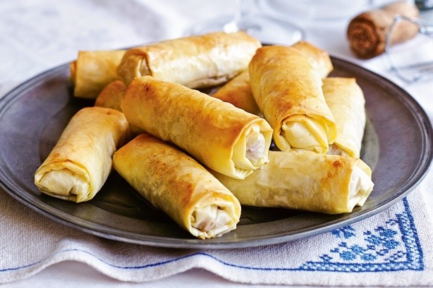 دستور پخت غذا  , طرز تهیه رولت گوشت با خمیر یوفکا