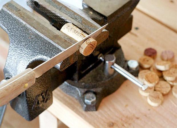 ساخت گردن بند,آموزش ساخت گردن بند با چوب پنبه , آموزش ساخت گردن بند, روش ساخت گردنبند, طرز ساخت گردنبند, آموزش ساخت زیورآلات ,آموزش کاردستی, آموزش هنر دستی ,کاردستی ,هنر دستی, ساخت زیورآلات