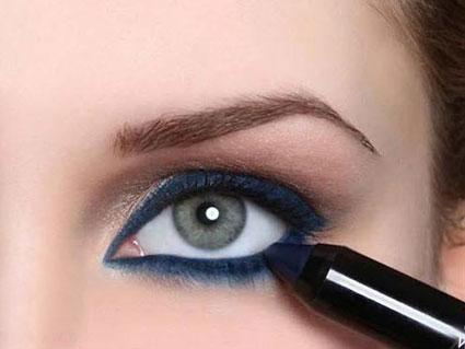 سرمه بهتر است یا خط چشم؟