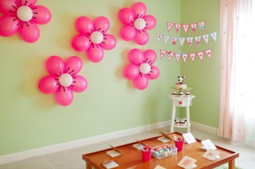kawaii love birthday party 1 525x349 تزیین تولد با شکوفه های گیلاس بادکنکی