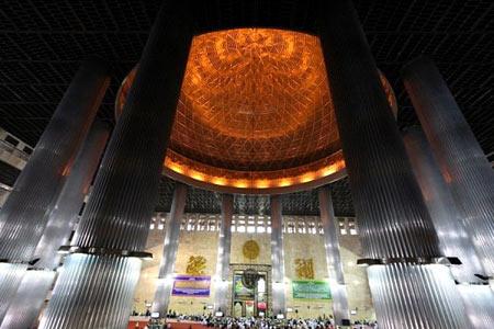مسجد, بزرگترین مسجد جهان, مسجد استقلال در اندونزی, تصاویر بزرگترین مسجد جهان, عکس های مسجد جاکارتا, زیباترین مساجد جهان, بزرگترین مساجد جهان, مسجد استقـلال در جاکارتای اندونزی, مکانهای زیارتی, اماکن زیارتی جهان