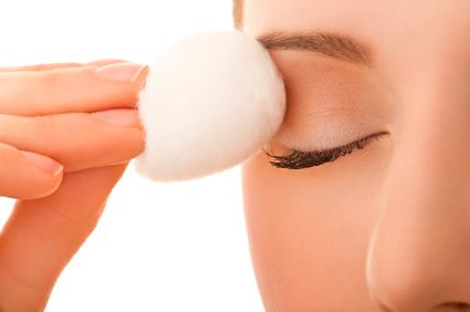 پاک کردن آرایش چشم  Remove-eye-makeup
