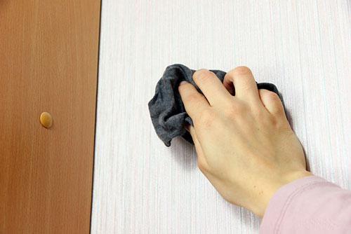 تمیز-کردن-کاغذ-دیواری