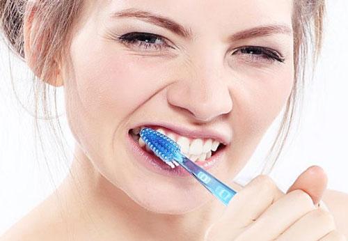 شستشوی دندان ها در بارداری