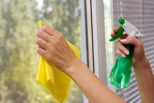 روش تمیز کردن شیشه ها