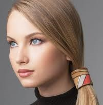 چه رنگ مویی سن را کم نشان می دهد