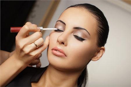 ده اشتباه خانم ها در آرایش