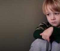 افسردگی کودک, علائم مهم افسردگی کودکان, تشخیص افسردگی کودکان, ابتلا به افسردگی, افسردهبودن فرزند, نشانه افسردگی, کودکآزاری جسمی