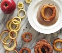 طرز تهیه شیرینی حلقه سیب و دارچین شیرینی حلقه سیب،حلقه سیب و دارچین،شیرینی دارچینی