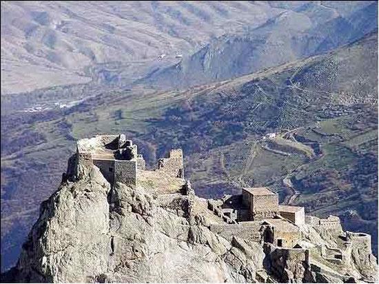 جاذبه های ایران گردشگری  , قلعه جمهور معروف به دژ بابک
