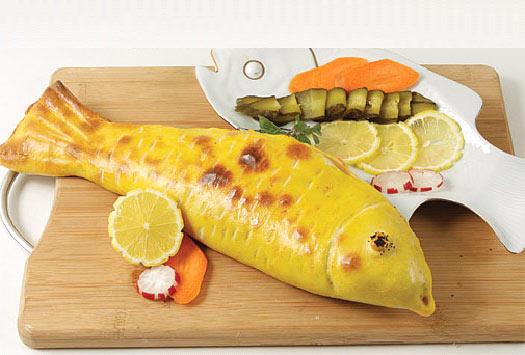طرز تهیه ماهی شکم پر با خمیر