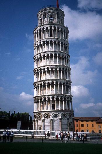 با معروف ترین برج های کج شده جهان آشنا شوید