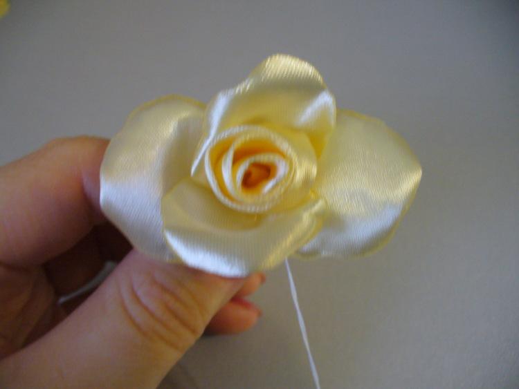 گلسازی با روبان ,آموزش گلسازی ,آموزش درست کردن گل رز, گل رز روبانی ,روبان دوزی