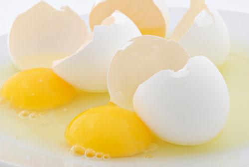 علت زرد بودن زرده تخم مرغ